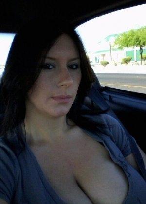 Молодая жена всегда очень возбуждена и фоткает свои большие сиськи и киску - фото 18