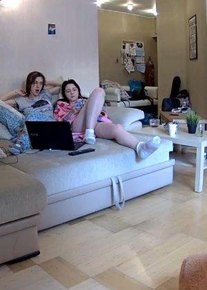 Скрытые камеры зафиксировали секс в неожиданных местах в квартире - фото 41