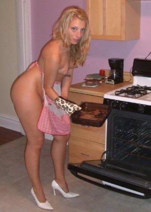 На кухне всегда есть прекрасные и обнаженные домохозяйки - фото 5