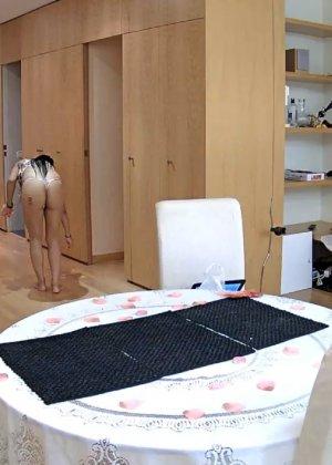 Скрытая камера в доме – прекрасные интимные кадры - фото 26