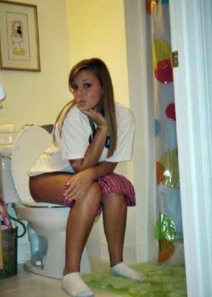 Девчонок подстерегли в туалете, сфотографировали и выложили в сеть - фото 66