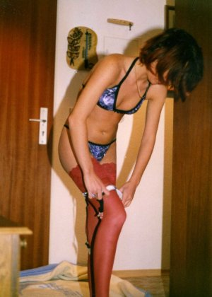Девушка Лиза позирует в разных сексуальных нарядах - фото 9