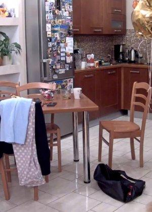 Скрытые камеры зафиксировали секс в неожиданных местах в квартире - фото 1