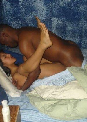 Латино-американка изменила мужу с двумя большими черными членами - фото 2