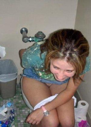 Девчонок подстерегли в туалете, сфотографировали и выложили в сеть - фото 26