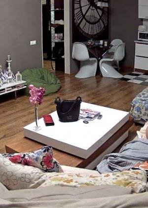 Скрытая камера в доме – прекрасные интимные кадры - фото 63