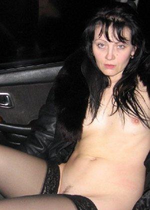 Российская шлюшка-жена любит потрахаться где угодно, хоть в машине - фото 3