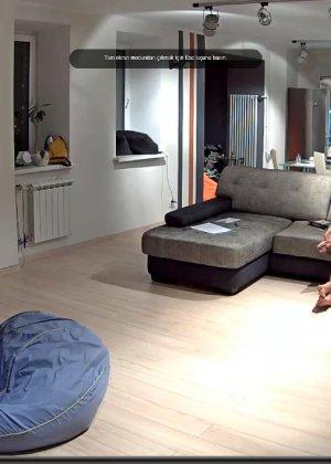 Скрытая камера в доме – прекрасные интимные кадры - фото 49