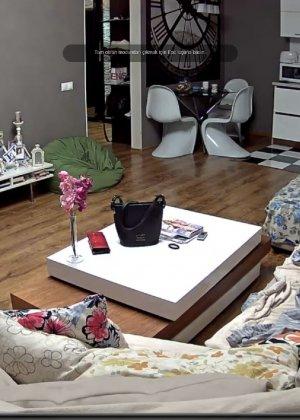 Скрытая камера в доме – прекрасные интимные кадры - фото 66