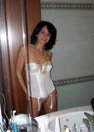 Длинноногая зрелая женщина любит секс после минета - фото 33