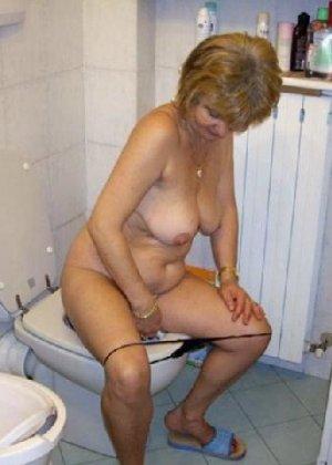 Девчонок подстерегли в туалете, сфотографировали и выложили в сеть - фото 20