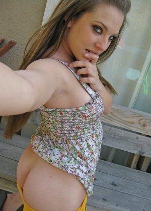 Бесстыдная деваха Кимберли делает порно селфи своих прелестей - фото 20