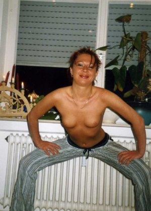 Девушка Лиза позирует в разных сексуальных нарядах - фото 10