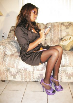 Прекрасная трахатебельная красавица играет распутную секретаршу - фото 3