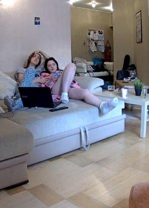 Скрытые камеры зафиксировали секс в неожиданных местах в квартире - фото 42