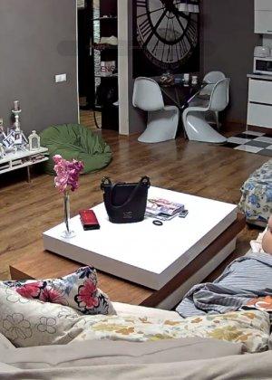 Скрытая камера в доме – прекрасные интимные кадры - фото 60