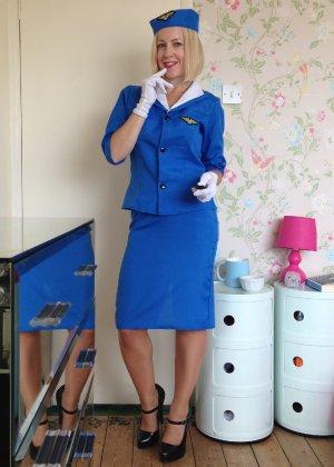 Шлюховатая жена примеряет на себя разные наряды для секс игр - фото 8
