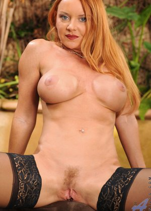 Голая зрелая рыжая женщина - фото 2