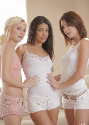 Kiera Winters, Odette Delacroix, Veronica Rodriguez - Галерея 3476587 - фото 12