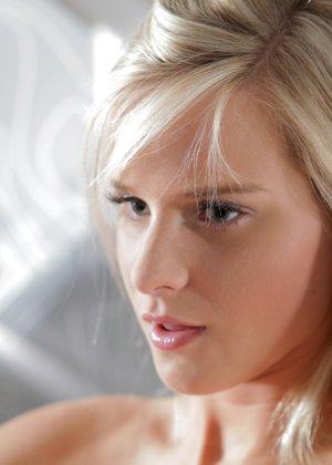 Молодые девушки лесби с бритыми влагалищами - фото 11