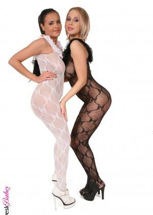 Лесбиянки трутся друг об друга - фото 11