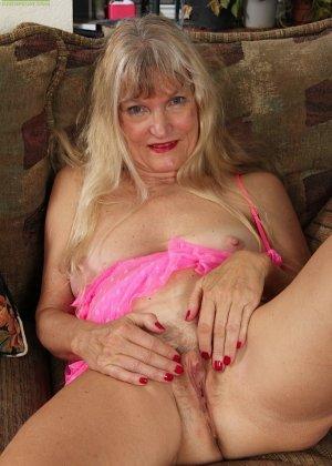 Голая пизда пожилой блондинки - фото 14