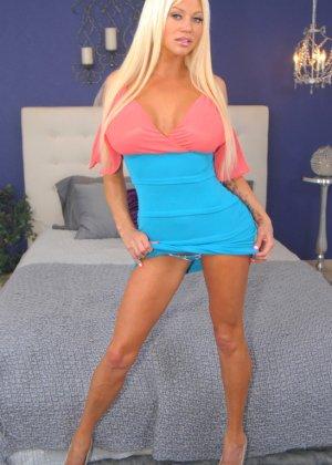 Зрелые блондинки лесбиянки с большими жопами - фото 12
