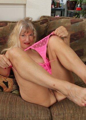 Голая пизда пожилой блондинки - фото 11