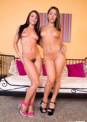 Лесбиянки друг друга трахают дилдо - фото 9
