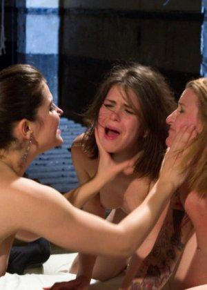 Bobbi Starr, Jessie Cox, Juliette March - Галерея 3362317 - фото 9