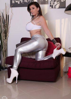 Женщина с большой жопой и силиконовой грудью - фото 4