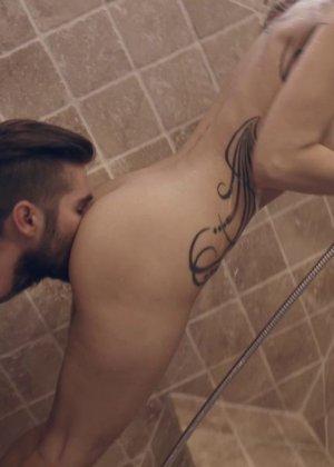 Секс с грудастой Сенди Вестгейт в ванне - фото 1