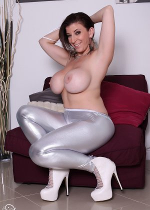 Женщина с большой жопой и силиконовой грудью - фото 8