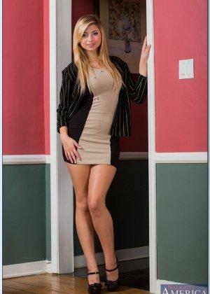 Выебал молодую блондинку с красивыми сиськами, которая пришла устраиваться на работу - фото 9