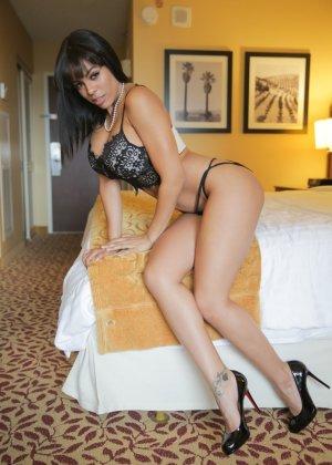 Большие сиськи латинской девушки - фото 14