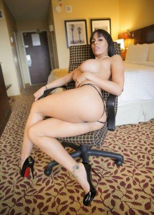 Большие сиськи латинской девушки - фото 6