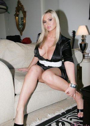 Блондинки лесбиянки с большими сиськами - фото 10
