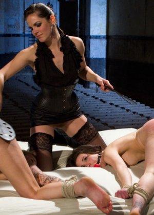 Bobbi Starr, Jessie Cox, Juliette March - Галерея 3362317 - фото 2