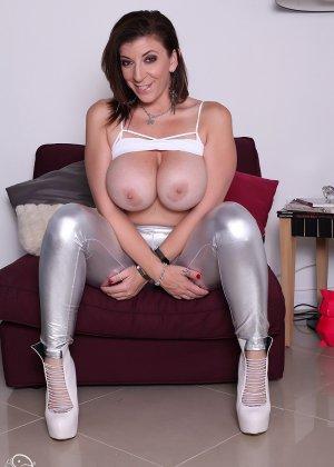 Женщина с большой жопой и силиконовой грудью - фото 7