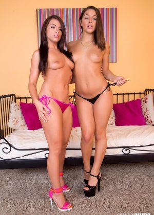 Лесбиянки друг друга трахают дилдо - фото 7