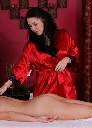 Пышногрудые лесбиянки любят делать массаж друг другу, он всегда заканчивается куни и оргазмом - фото 8