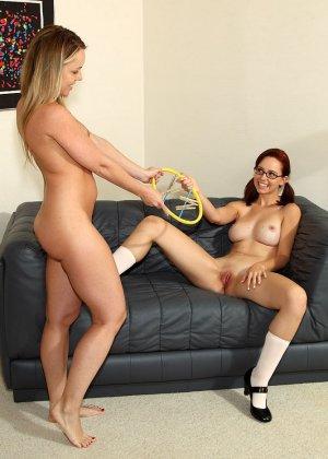Лесби игры рыжих девок - фото 2