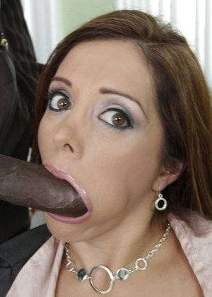 Франческа ебется с темнокожим боссом на работе - фото 16