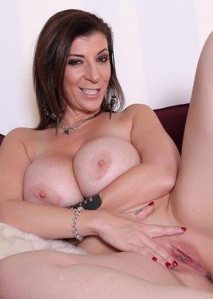 Женщина с большой жопой и силиконовой грудью - фото 3