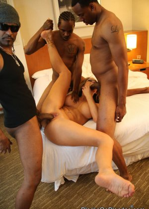 Жена и три негра с огромными членами - фото 9