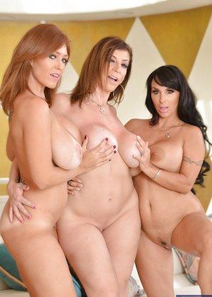 Три зрелые грудастые лесбиянки - фото 4