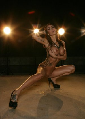 Ебля в бассейне женщины с силиконовой грудью - фото 8