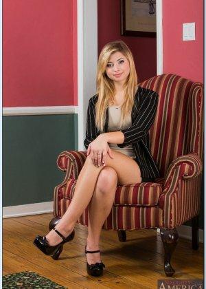 Выебал молодую блондинку с красивыми сиськами, которая пришла устраиваться на работу - фото 8