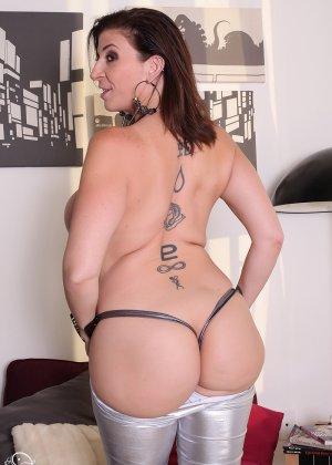 Женщина с большой жопой и силиконовой грудью - фото 9