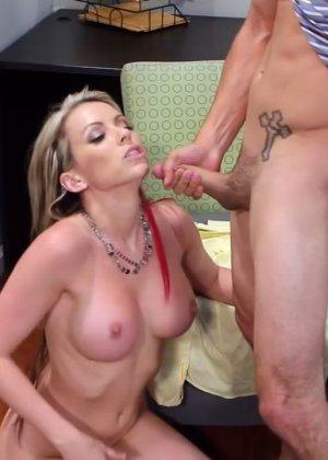 Жена на работе занимается сексом с начальником - фото 7